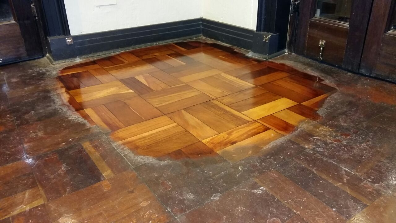 Wooden floors refurbished like new by using a new polishing system ppazfo